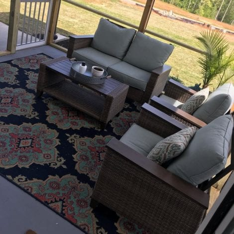 Cozy Screened-in Patio